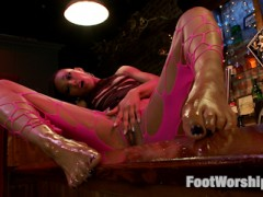 Nikki Darling takes a moment to cool her heels in a dark and dirty Biker Bar. She slowly strips down and kicks her boots off, letting all those sweaty piggies stretch. After getting comfortable, she lets Christian worship her aching soles.video